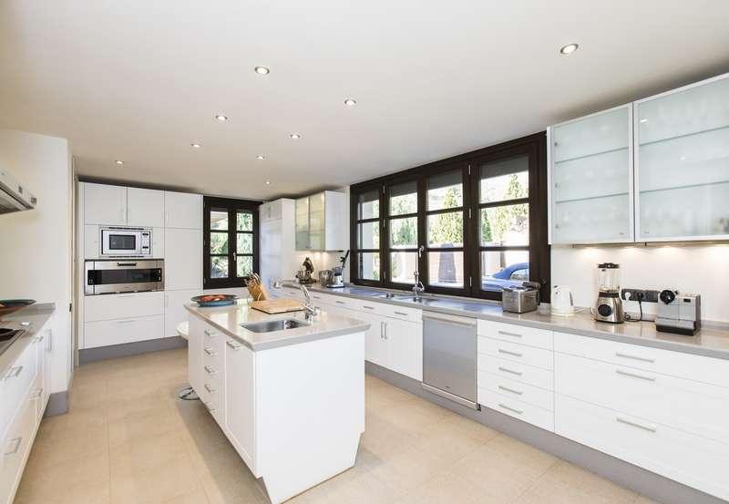 Kitchen of Spectacular villa in Benahavis