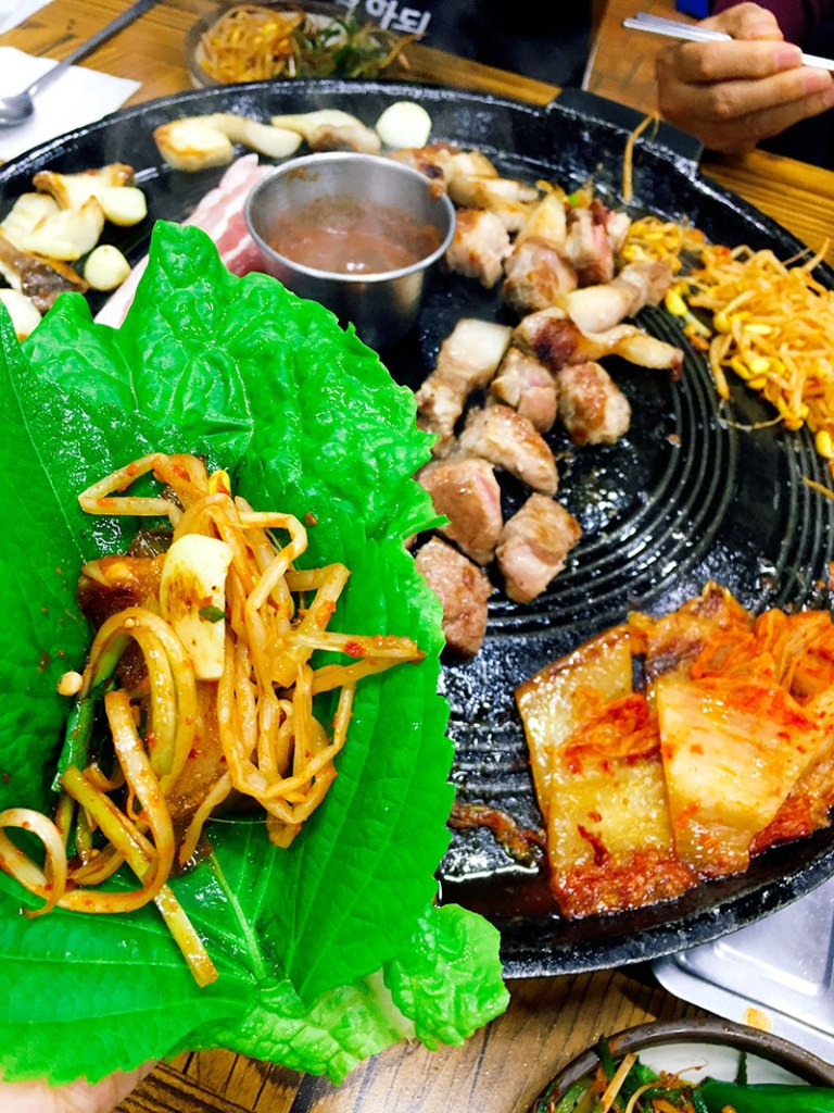 A Foodie's Guide: Korean BBQ for Dummies - How to eat like locals, plus insider's tips   www.chloestravelogue.com  #koreanfood #bbq #ssam #쌈 #삼겹살
