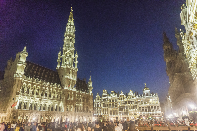 One day in Brussels: Grand-Place of Brussels | #Brussels #Bruxelles #itinerary #Europe #GrandPlace #GroteMarkt #TownHall #GothicArchitecture #Landmark #UNESCOWorldHeritage | www.ChloesTravelogue.com