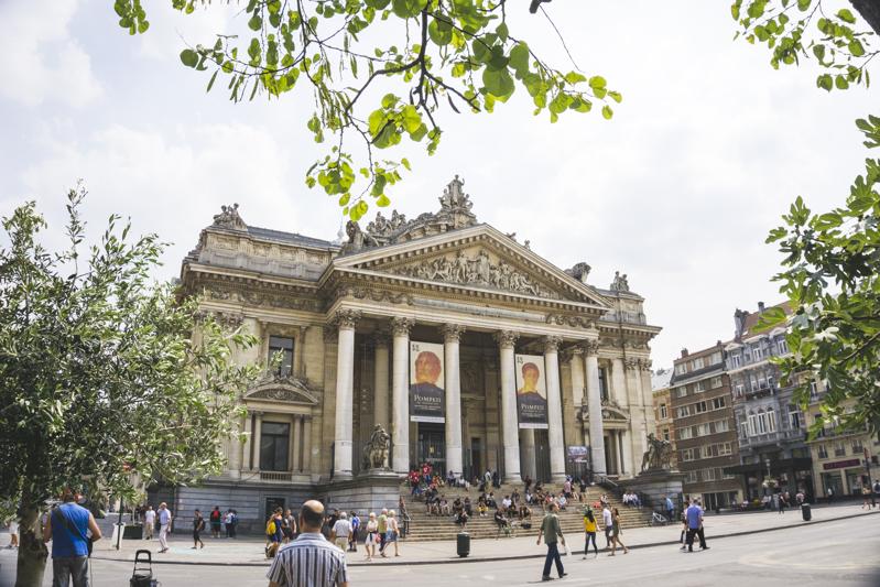 One day in Brussels: Stock Exchange Building | #Brussels #Bruxelles #itinerary #Europe #StockExchange #Landmark | www.ChloesTravelogue.com