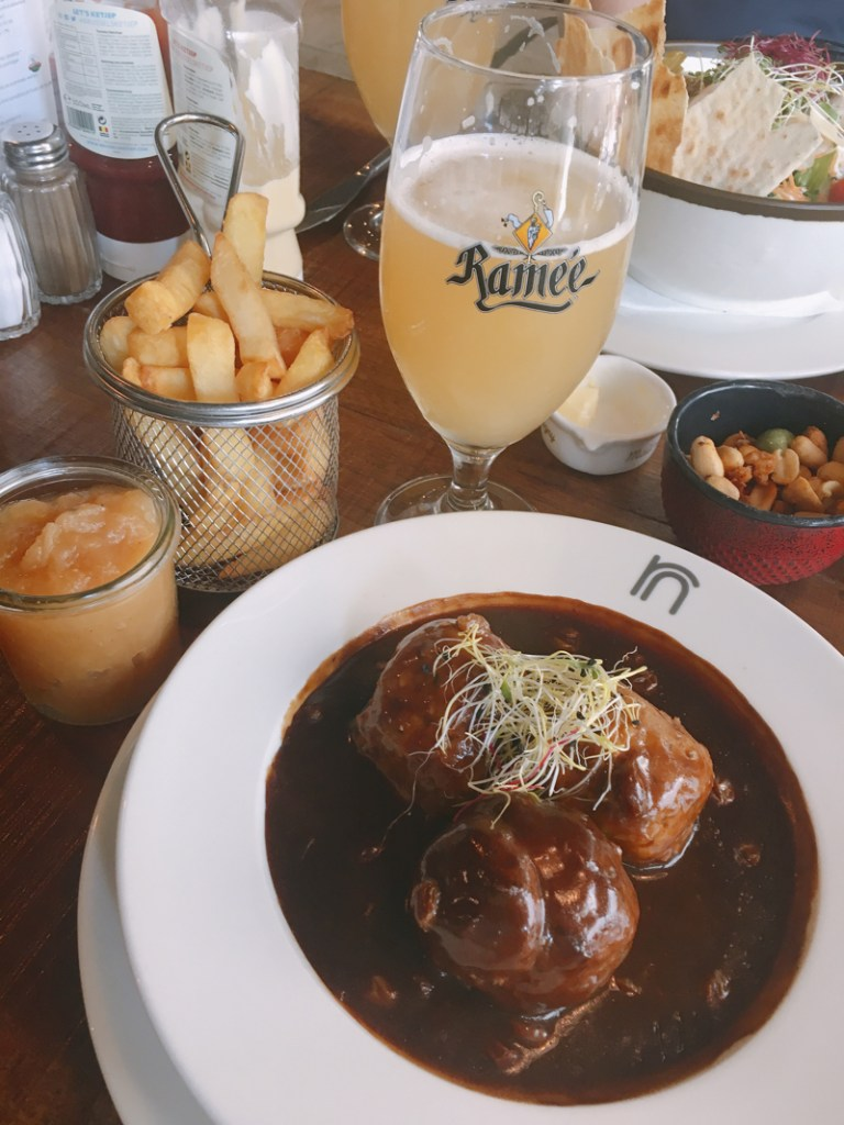 7 Things to Eat in Brussels - #BestFrites #BelgianMeatballs #LiegeMeatballs #LeBoulet #SiropdeLiege #Brussels #Bruxelles #Europe #Food #Belgium #NationalDish | www.chloestravelogue.com