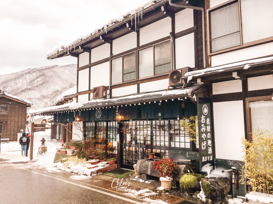How to Get to Shirakawago (During the non-festival days): Shirakawago is a remote town tucked in Japan Alps with limited connections from main cities of Japan. | #Shirakawago #Winter #Japan #Gassho #UNESCOWorldHeritage | chloestravelogue.com