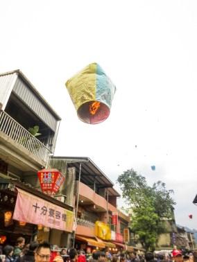 Lantern Festival in Taiwan | Tangled-inspired sky lantern experience on Taiwan's historic railroad at Shifen Old Street | #Pingxi #skylanternfestival #taiwan #Shifen #Tangled #skylantern