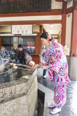 Things to Do in Asakusa | How to Purify Before Entering Sensoji Temple | #Asakusa #Tokyo #ThingstoDoinAsakusa #KaminarimonGate #Nakamise #Sensoji