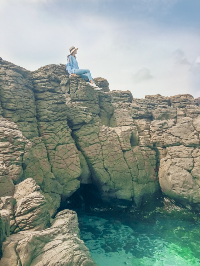 15 Best Things to Do in Penghu Island, Taiwan | Explore the Natural Wonders - Basalt Columns, Fenggui Blowholes, Whale Cave #Penghu #Taiwan #澎湖 #volcaniclandscape #Tongpanyu #桶盤嶼