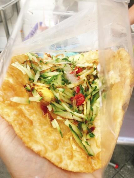 What to Eat in Penghu Island, Taiwan | Penghu Food - Scallion Cake (蔥油餅) #Penghu #Taiwan #澎湖