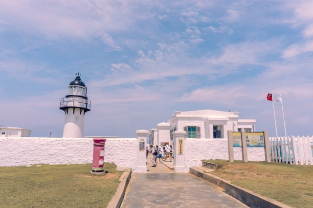 15 Best Things to Do in Penghu Island, Taiwan | Enjoy the ocean view at Yuwengdao Lighthouse #Penghu #Taiwan #澎湖