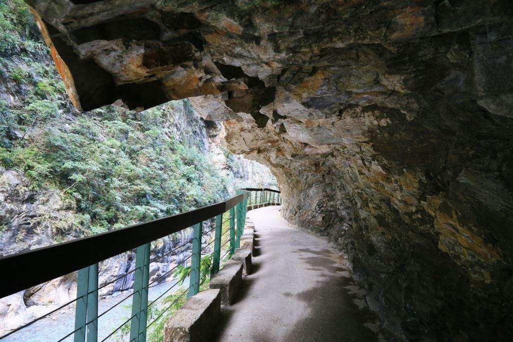 9 Best Taroko Gorge Trails for Beginners (Taroko National Park in Taiwan) | 4. Shakadang Trail | #ShakadangTrail #TarokoNationalPark #TarokoGorge #HikingTravel #TravelTaiwan