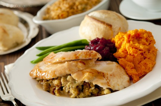 traditional-thanksgiving-plate-of-food