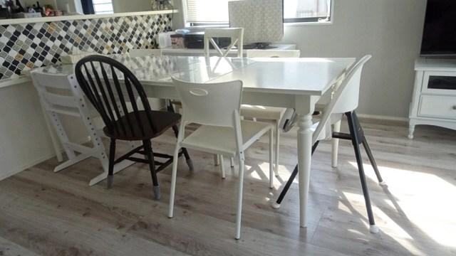 IKEAの伸長式ダイニングテーブル