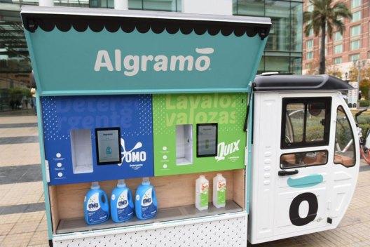 El triciclo de recarga de detergente de Algramo
