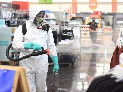 Desinfección por Coronavirus en supermercados de Walmart Chile