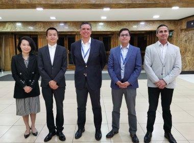 Ejecutivos de Huawei y BancoEstado firmaron la alianza