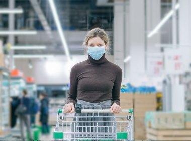 El horario de cierre de los supermercados se adelantó por la modificación al toque de queda