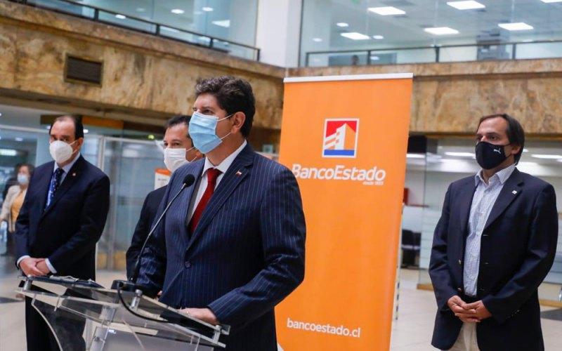 Ministro de Hacienda, Rodrigo Cerda, lanzando el Fogape Reactiva