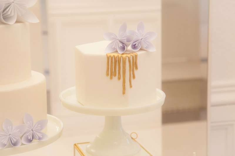 gold white sweet table