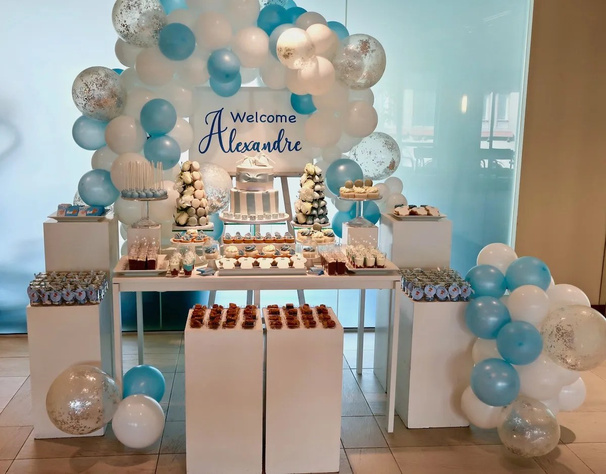 Welcoming baby party – A blue and white sweet table