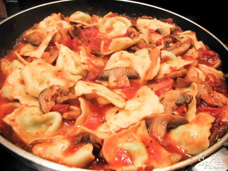 Raviolis com molho de tomate