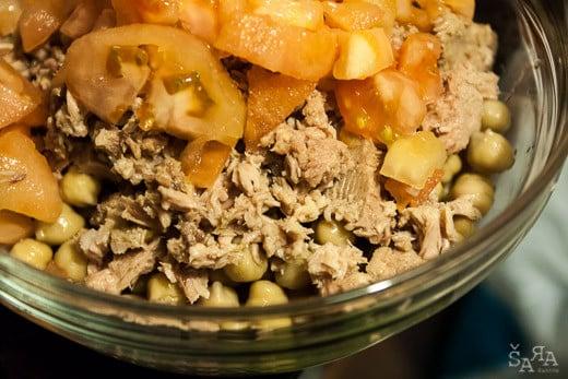 Salada de grão com atum