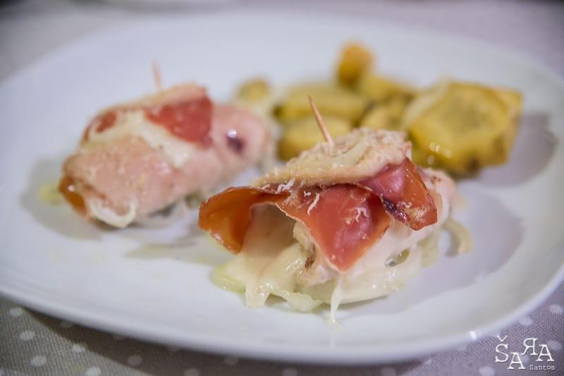 Bifes enrolados com queijo e fiambre no forno