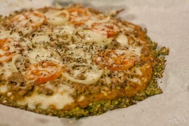 Pizza com base de brócolos