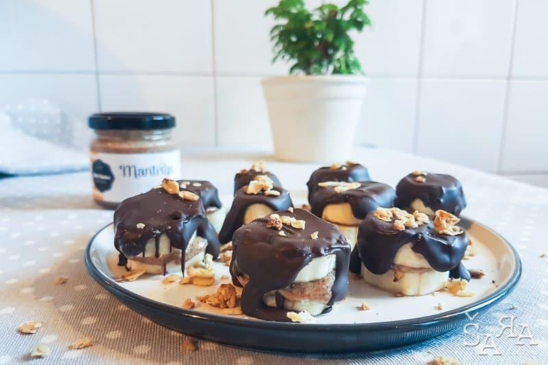 Snacks com manteiga de amêndoa, banana e chocolate só 3 ingredientes