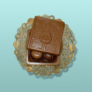 Welcome Holiday Door Chocolate Box