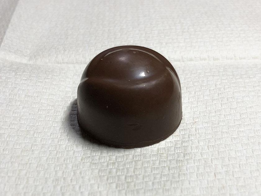 ビター味の粒チョコ