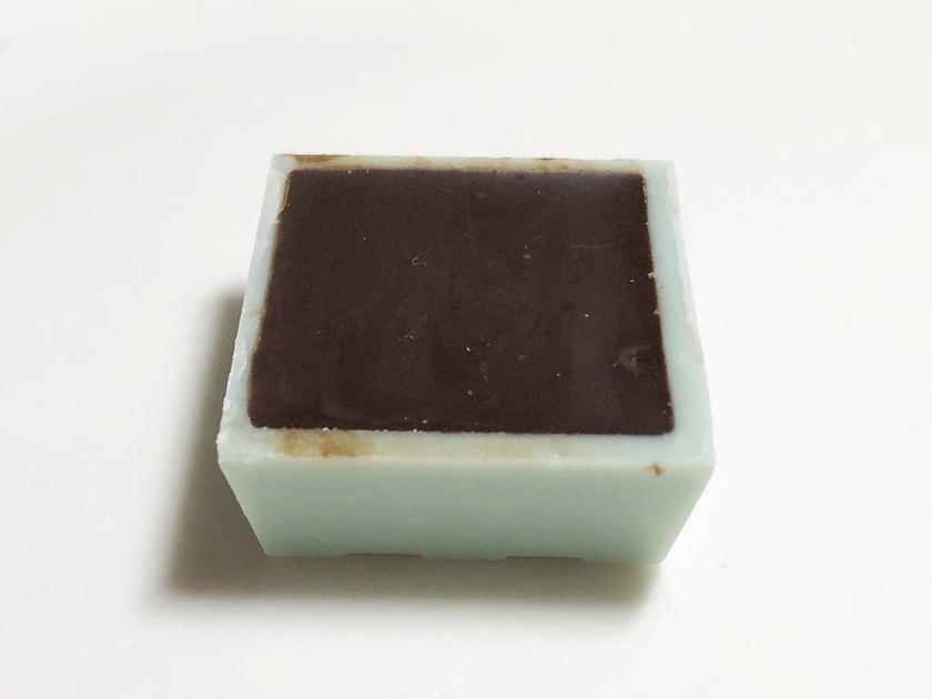 『チロルチョコ』の「チョコミントもち」の裏面