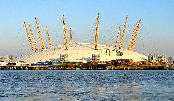 Kopuła hali wystawowej Millenium Dome w konstrukcji cięgnowo-membranowej