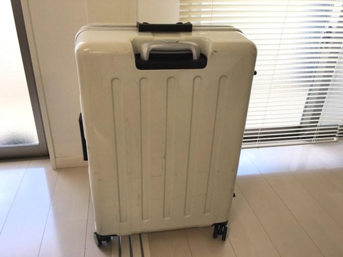 スーツケースを捨てる