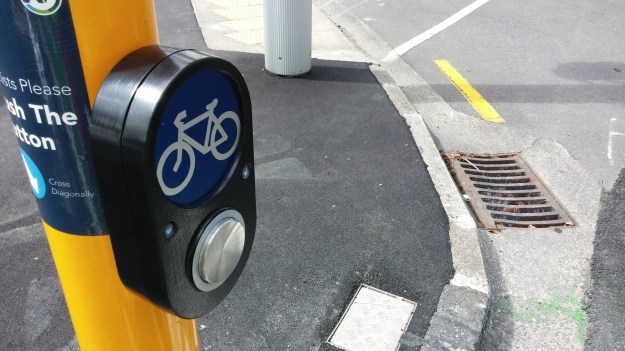 08 beach-rd-cycle-way-cyclists-button