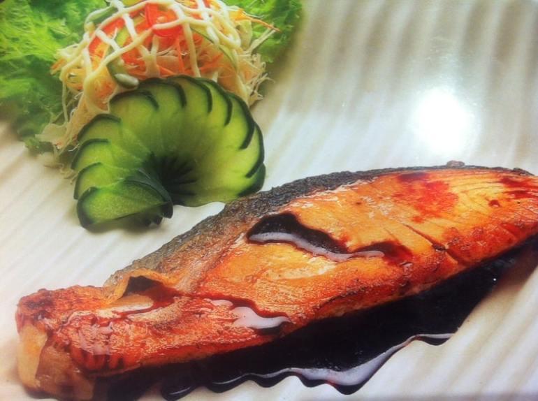 Cá hồi ướp Teriyaki nấu bằng nồi chiên không dầu