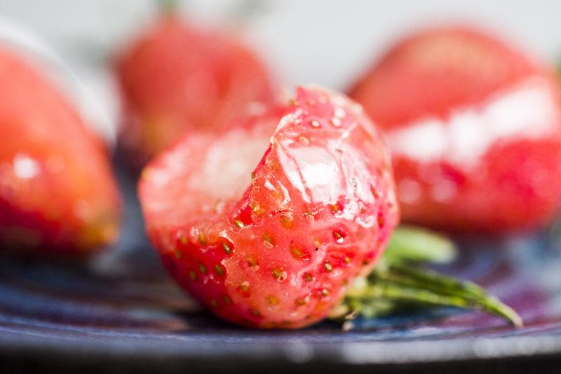 Candied Strawberries (TangHuLu) | 草莓糖葫蘆 • Choochoo-ca-Chew