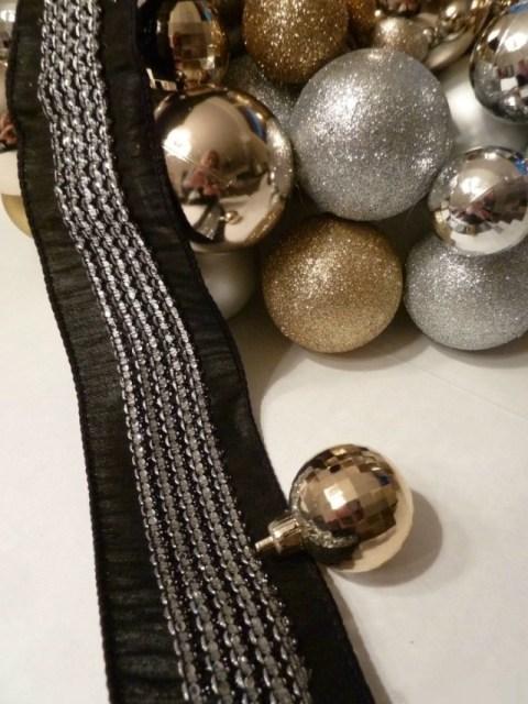 ball-ornament-wreath