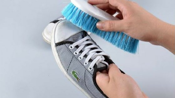 How to Clean Sneakers by Hand