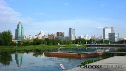 Chińczycy lubią budowac i lubią parki, co widać po wiosce olimpijskiej w Pekinie