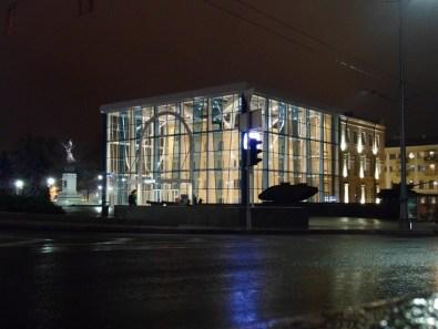 """Wewnątrz obowiązkowa znajomość języka rosyjskiego. Turyści z zagranicy mogą poczytać tylko wystawy o życiu w Charkowie w XIX w. oraz salę poświęconą """"Czasom zmian"""", czyli historii kraju po 1991 roku."""