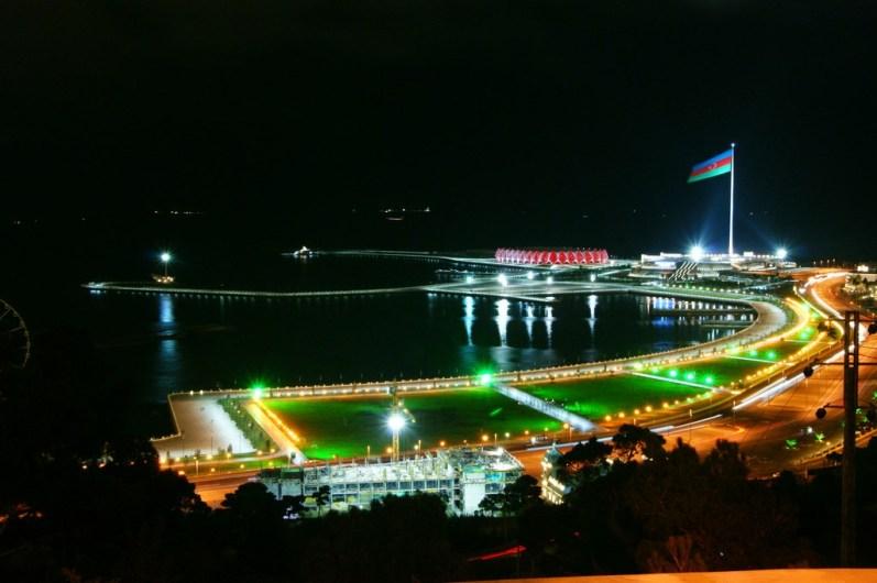 Bulwar nad Morzem Kaspijskim w Baku