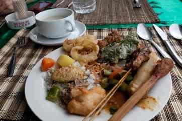 Buffet lunch overlooking Ganung Batur in Bali.