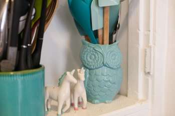 A teal owl and unicorn salt and pepper shakers.