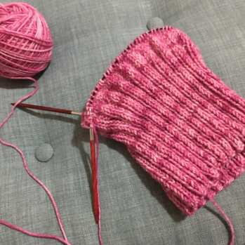 Finally moved on past ribbing and onto straight knitting.