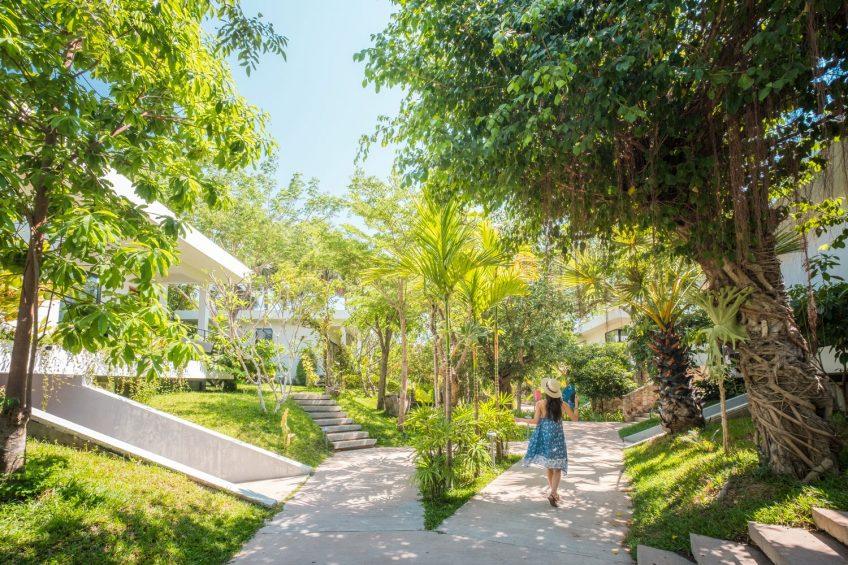Hillocks Hotel & Spa garden