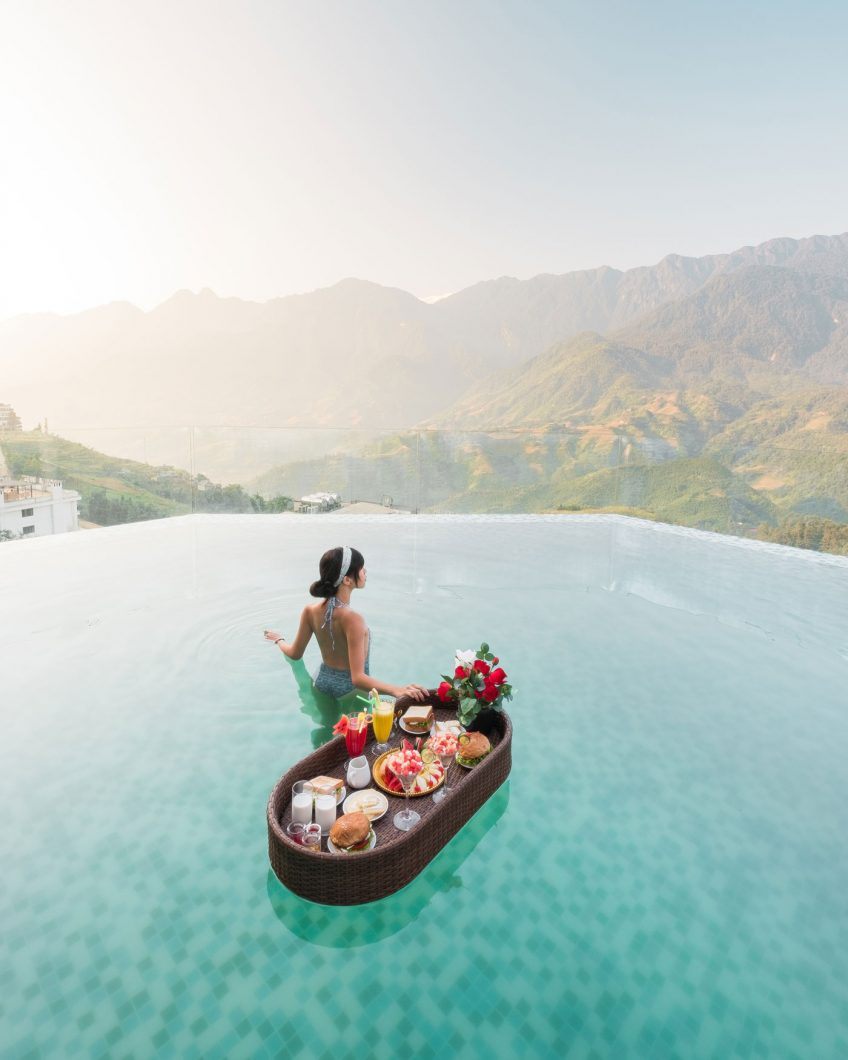 Bamboo Sapa Hotel infinity pool with floating breakfast