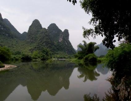 山水 (shan-shui: mountain-water harmony