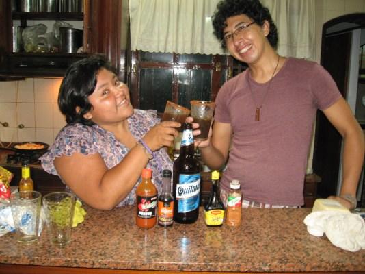 Yo y José, tomando unas micheladas.