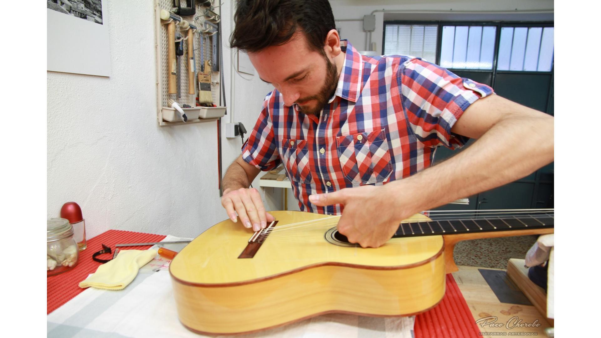 Paco Chorobo Flamenca 26 Ajustando