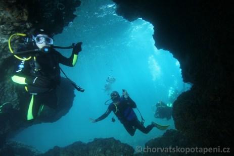 V jeskyni na Kaňonu, potápění v Chorvatsku