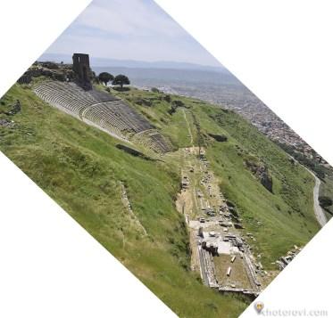 Агората и храмът на Дионисии. Поради мащабите снимката е под ъгъл