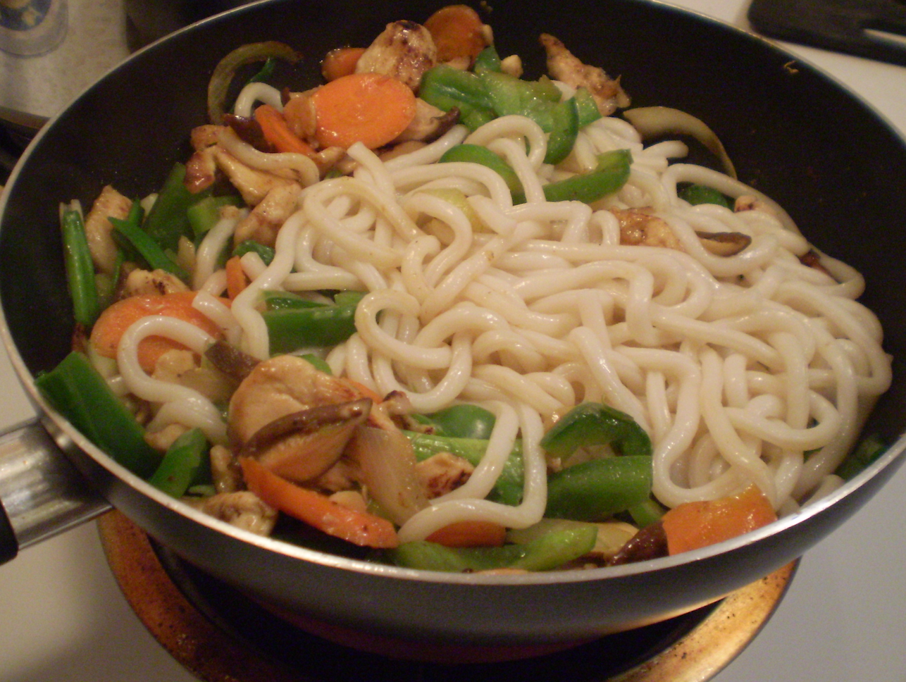 udon noodles with chicken and vegetables chowcipes